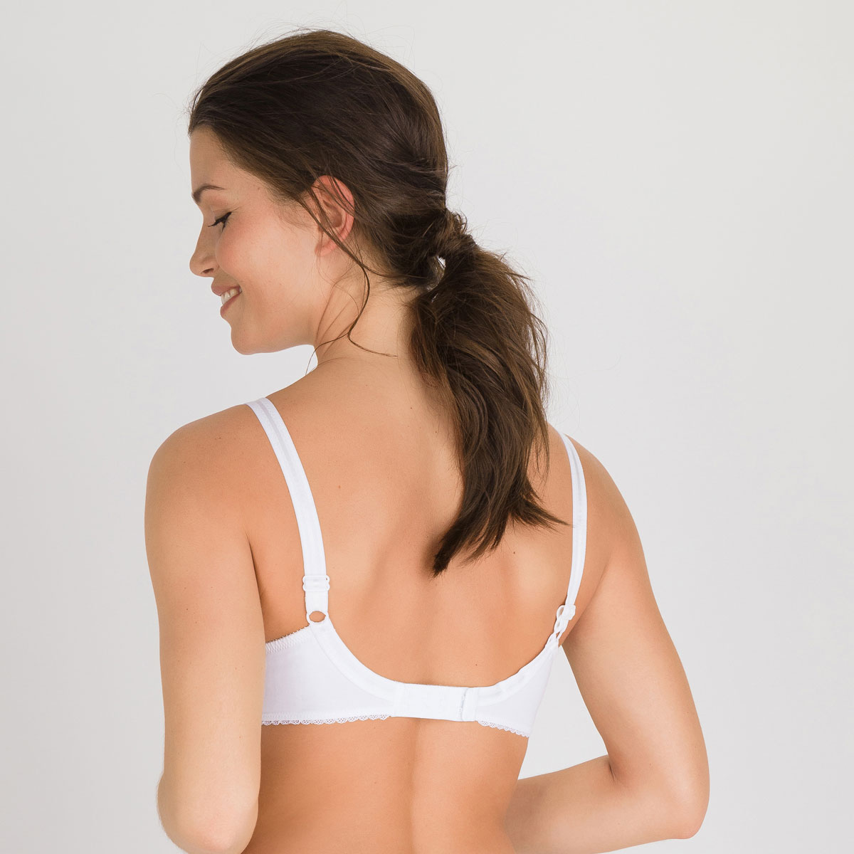 Full Cup Bra in White – Classic Cotton Support-PLAYTEX