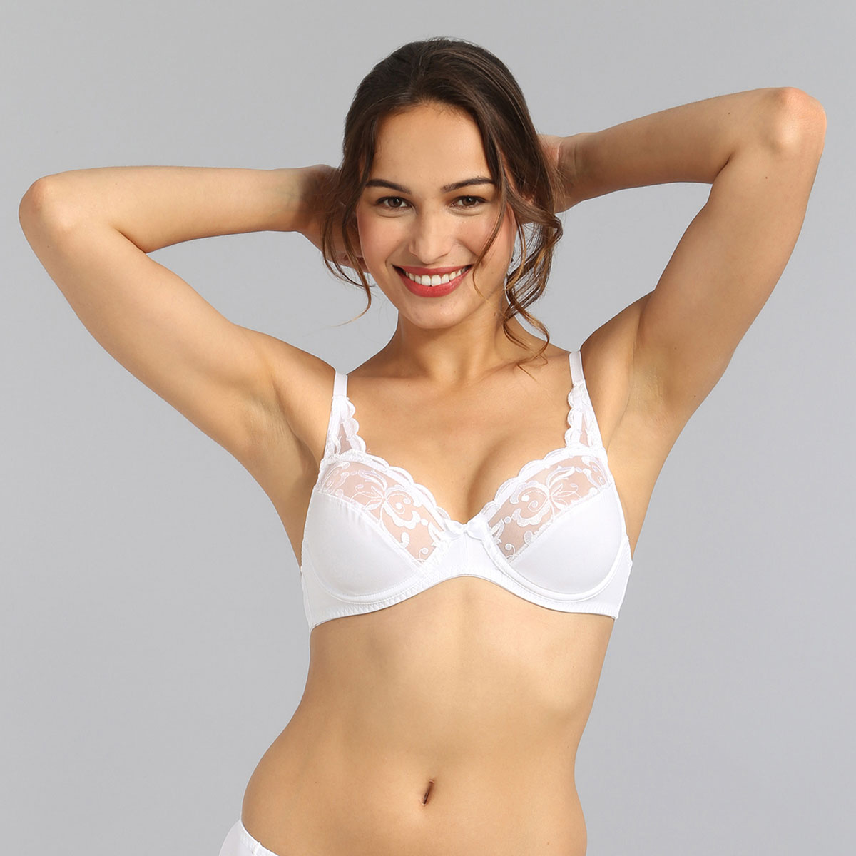 Underwired bra in white Essential Elegance Embroidery, , PLAYTEX