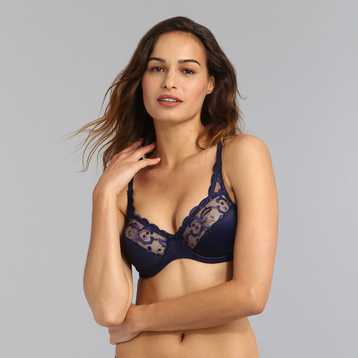 Underwired bra in navy Essential Elegance Embroidery, , PLAYTEX