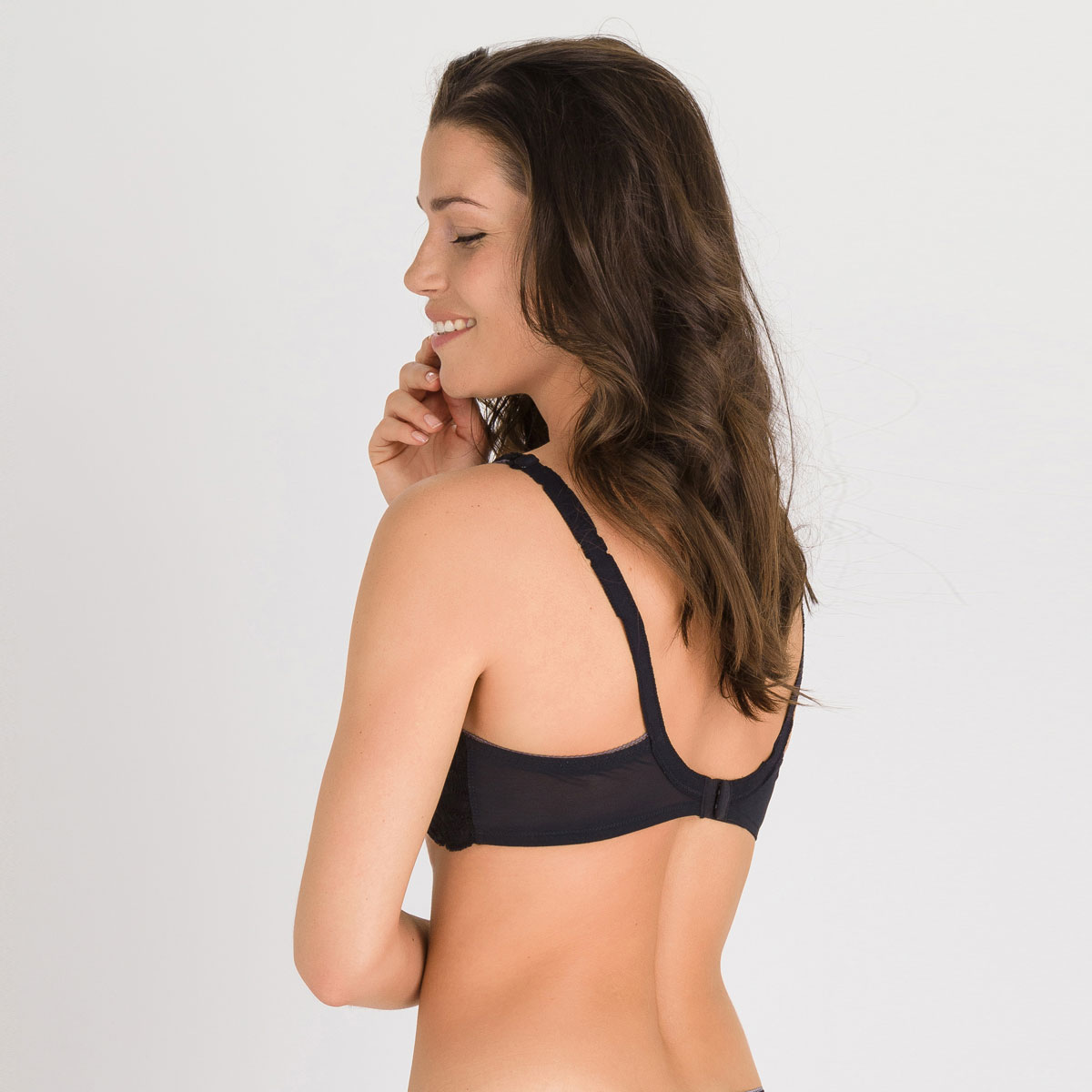 Balcony Bra in Black – Invisible Elegance-PLAYTEX