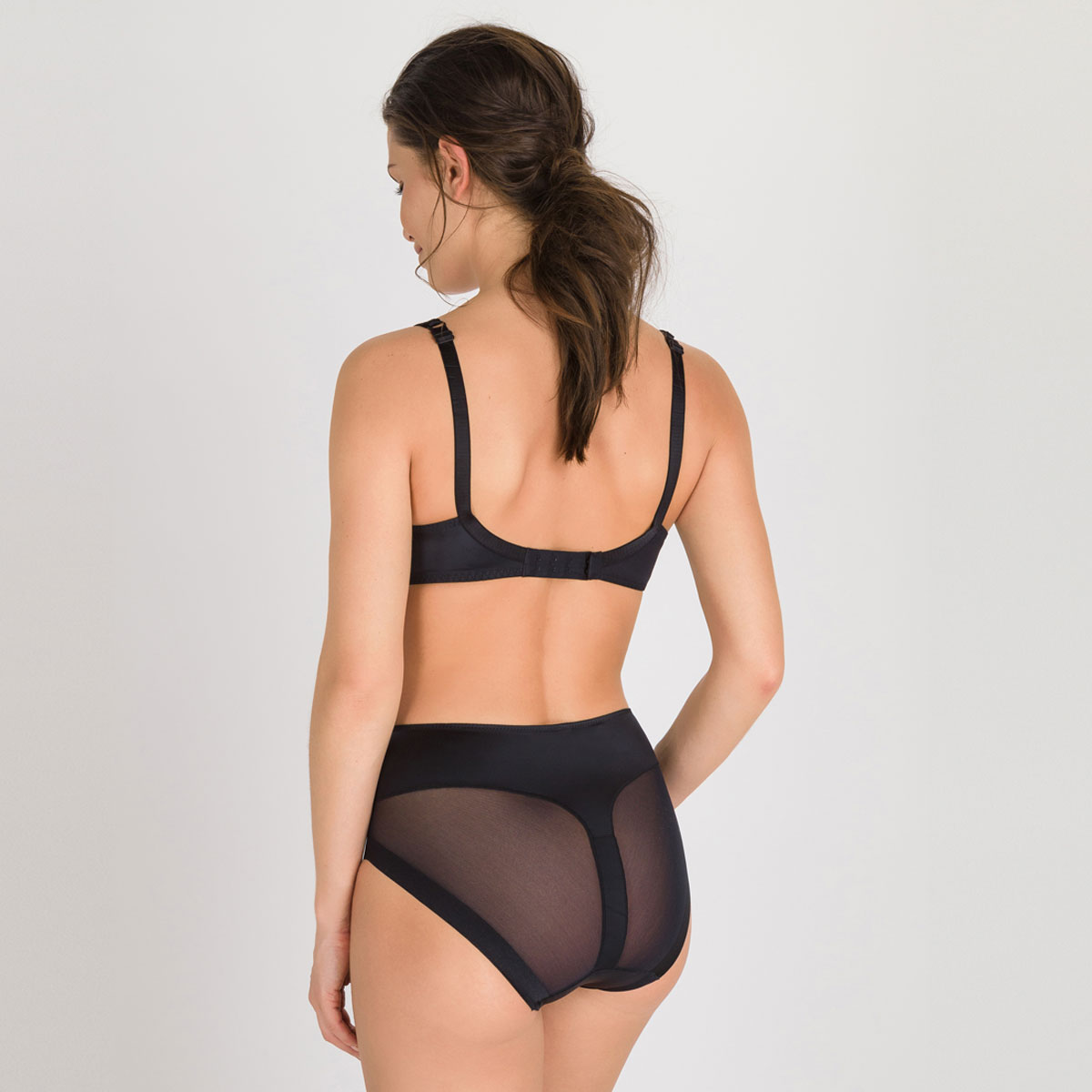 Invisible Shaping Maxi Brief in Black – Perfect Silhouette-PLAYTEX