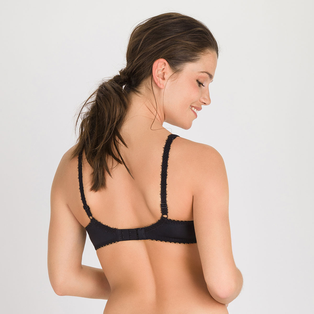 Padded Bra in Black – Flower Elegance-PLAYTEX