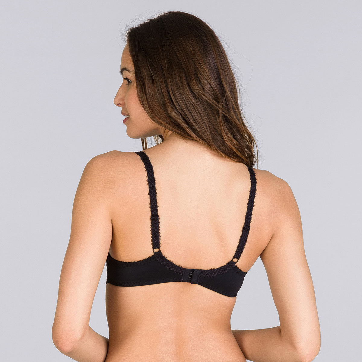 Full Cup Bra in Black – Flower Elegance-PLAYTEX