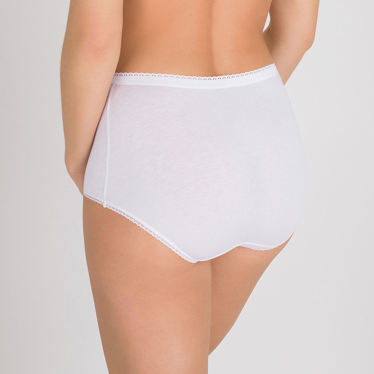 3 Cotton Maxi Briefs in white – Stretch Cotton-PLAYTEX